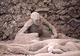 حولهم الله الى صخور..صور للعبره pompeii-cast1-da-as-m10.jpg